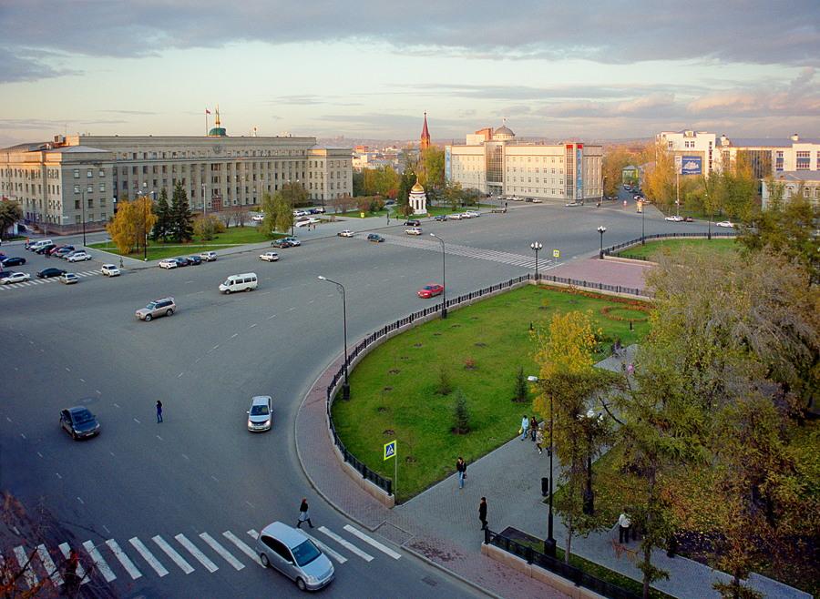Это столица Восточной Сибири.  Город декабристов, купцов-миллионщиков и сибирского деревянного зодчества.