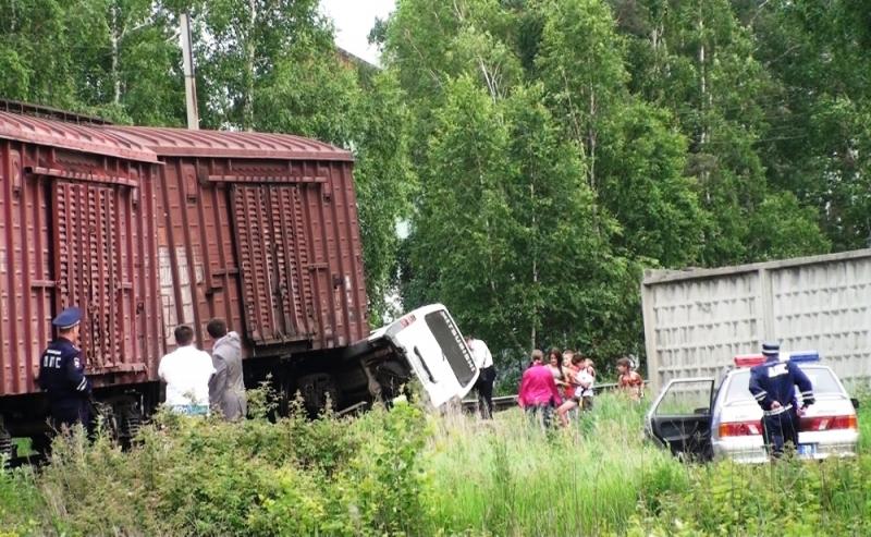 В Иркутске тепловоз столкнулся с автомобилем