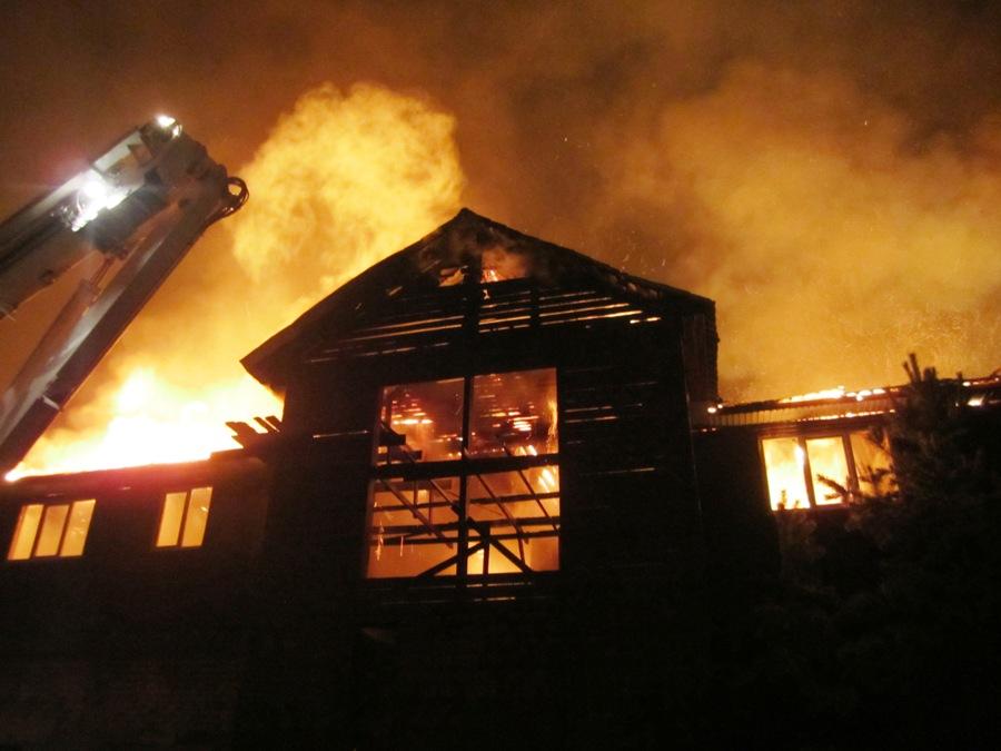 Офисное здание и склад с пиломатериалами горели на улице Полярная в Иркутске