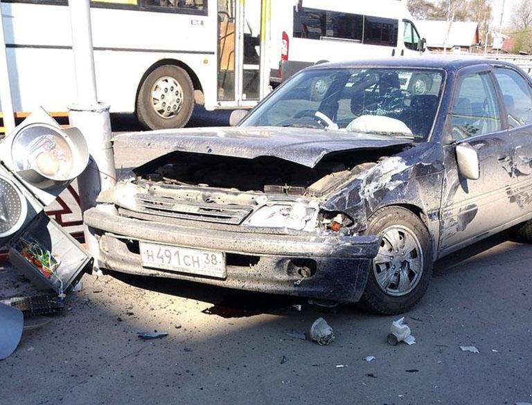 """""""Тойота Карина"""" после ДТП. Фото: Саня Теслев vk.com/irklove"""