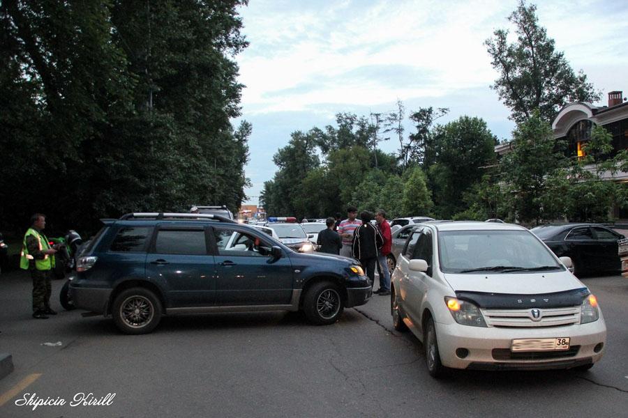 Участники второй аварии. Фото: Кирилла Шипицина/GazetaIrkutsk.ru
