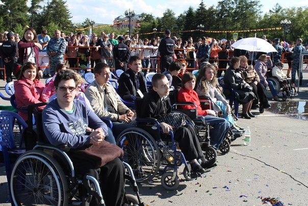 На день города 2014 иркутские добровольцы привезли свыше десятка инвалидов-колясочников