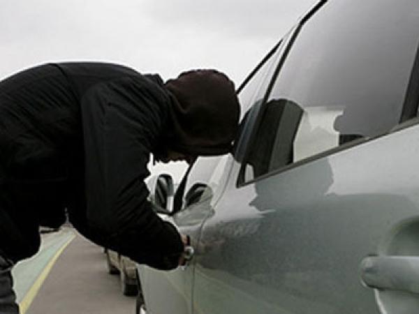В Ангарске пьяный сторож автостоянки угнал машину клиента
