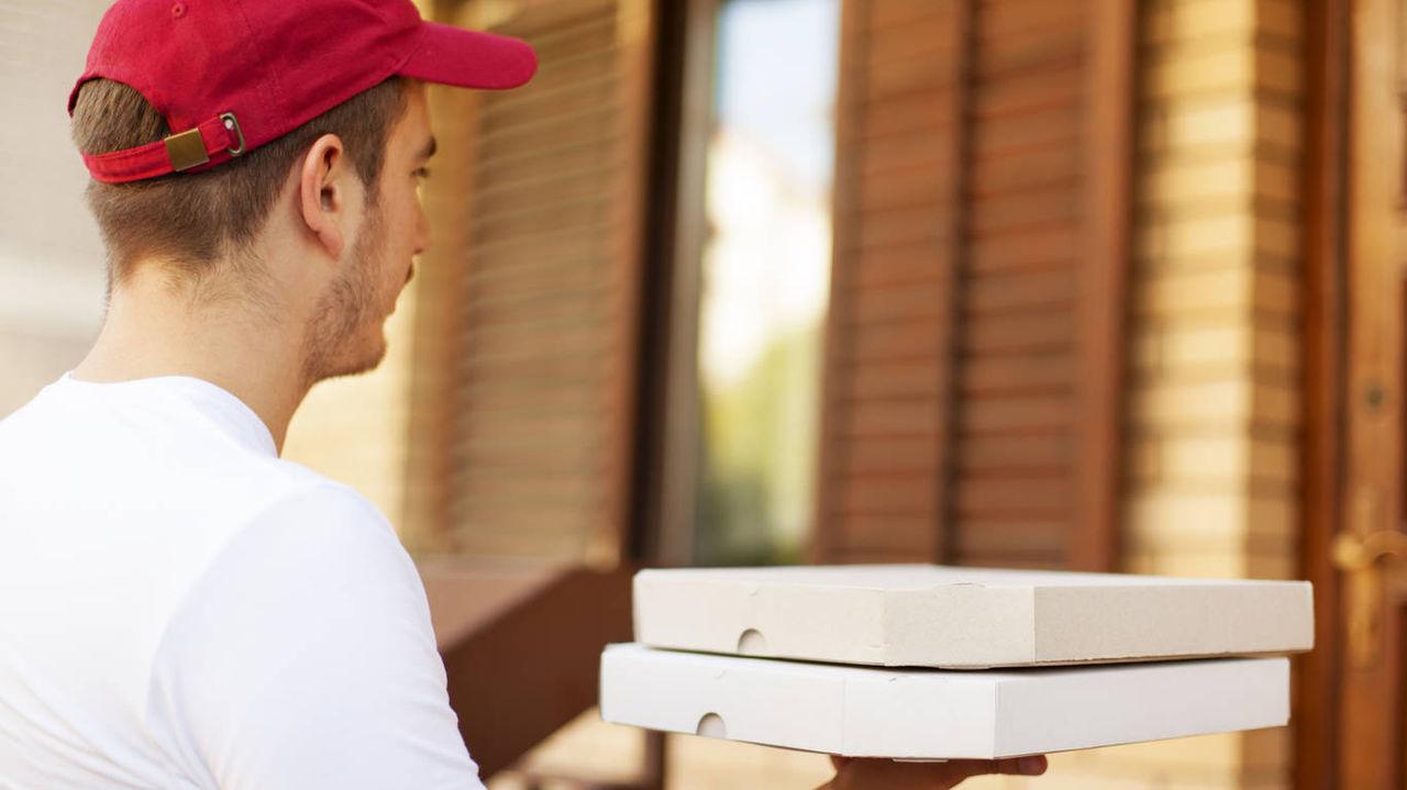 Разносчика пиццы ограбили на бульваре Рябикова в Иркутске