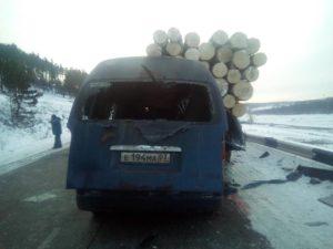 Сегодня в Иркутской области при столкновении маршрутного микроавтобуса и лесовоза погибли четыре человека