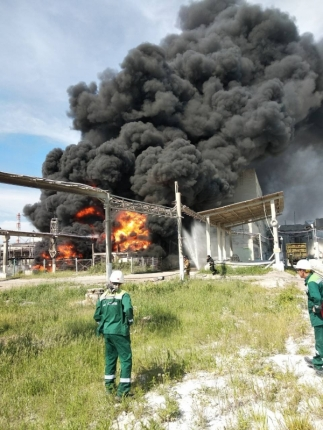 Крупный пожар в Братске на территории промплощадки
