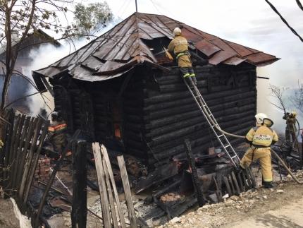 Сегодня в Иркутске при пожаре в частном доме погибли двое детей