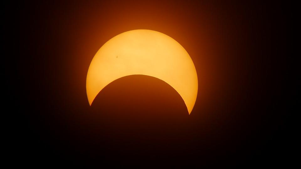 11 августа на территории России будет наблюдаться частичное солнечное затмение, которое можно будет посмотреть в Иркутске