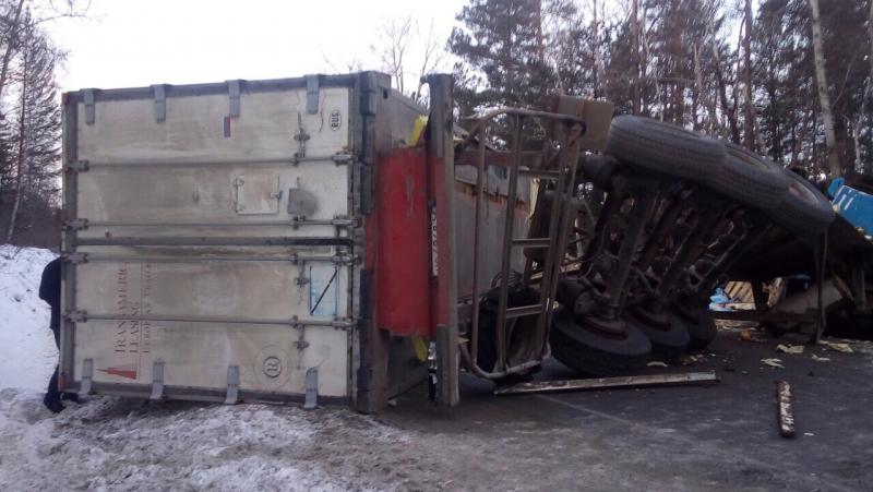 Сегодня на автодороге Р-258 «Байкал» произошло лобовое столкновение двух грузовиков