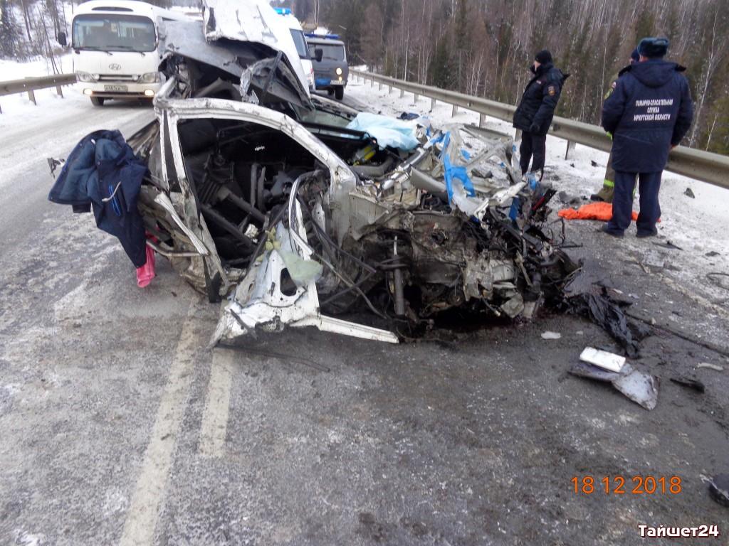 В Тайшетском районе при столкновении во время обгона грузовика погиб водитель легковой автомашины