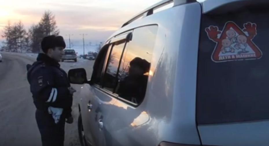 В Иркутске сотрудники ГИБДД в эти дни проверяют соблюдение правил перевозки детей в автомашинах