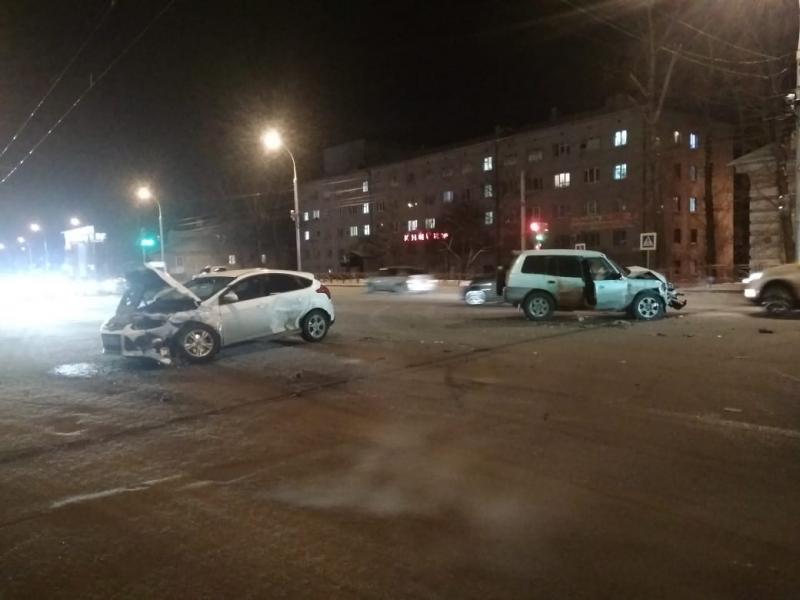 В Иркутске при столкновении автомашин на улице Байкалькой пострадали четверо детей