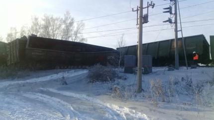 На участке ВСЖД в Заларинском районе Иркутской области произошел сход вагонов грузового поезда