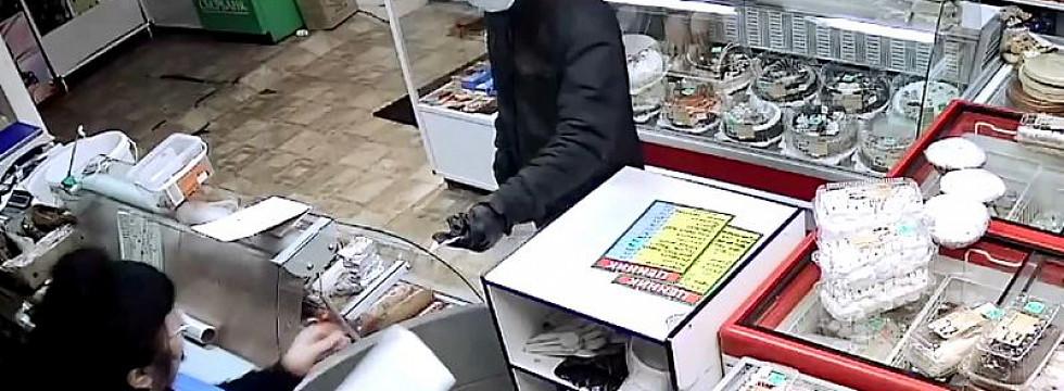 Мужчина угрожал ножом продавцу магазина в Улан-Удэ