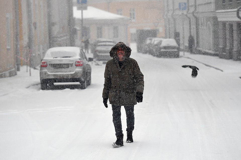 Снегопад в Иркутске: В городе работают 100 снегоуборочных машин