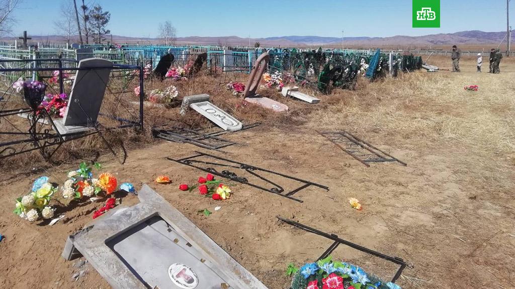 Хулиганы осквернили 37 могил в Бурятии: школьники проведут месяц в центре временного содержания