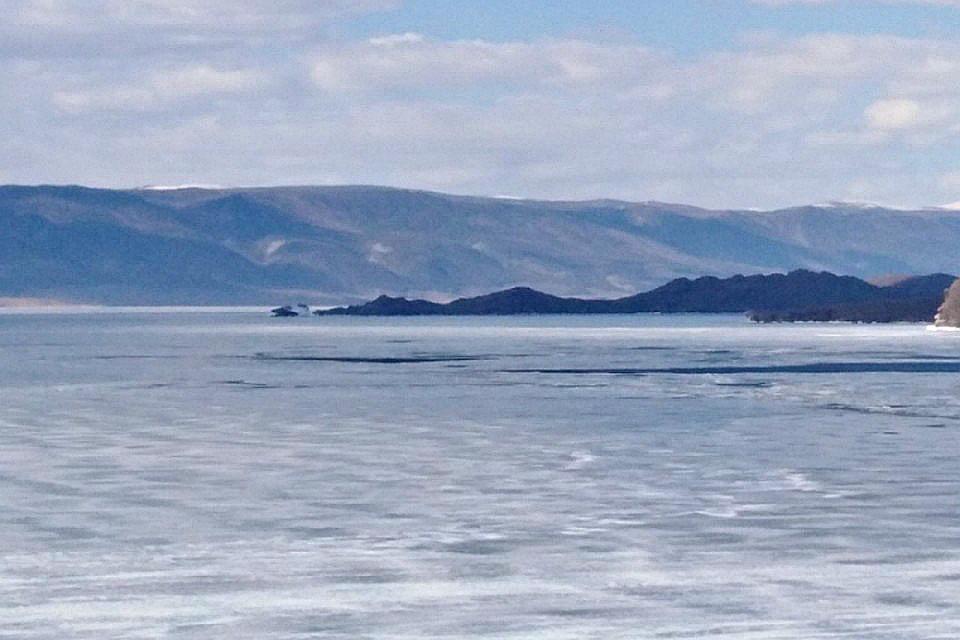 Рыбалка на озере Байкал стала опасной для жизни