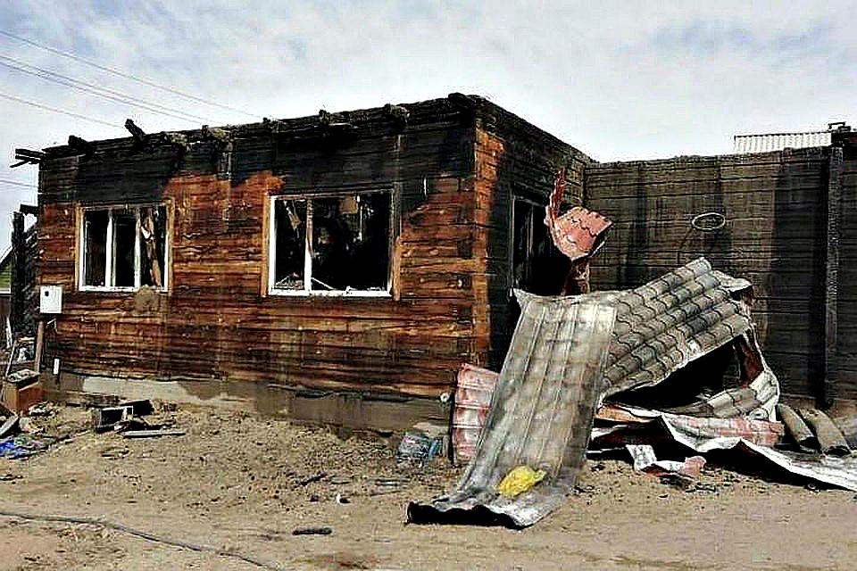У семьи с девятью детьми из Улан-Удэ сгорел дом: Бизнесмены и администрация помогут с новым жильем