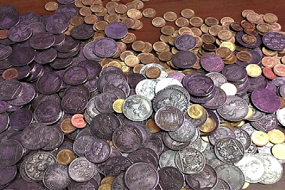 Жительница Иркутска купила поддельные старинные монеты за 120 тысяч рублей