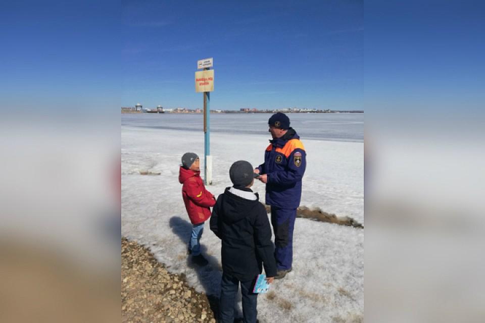 Выходить на лед Иркутского водохранилища стало опасно