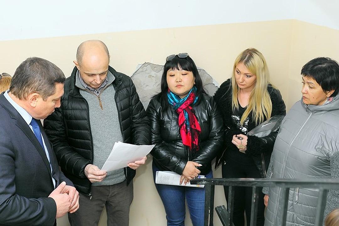 Спикер ЗакСобрания займется аварийным домом, в котором живут дети-сироты