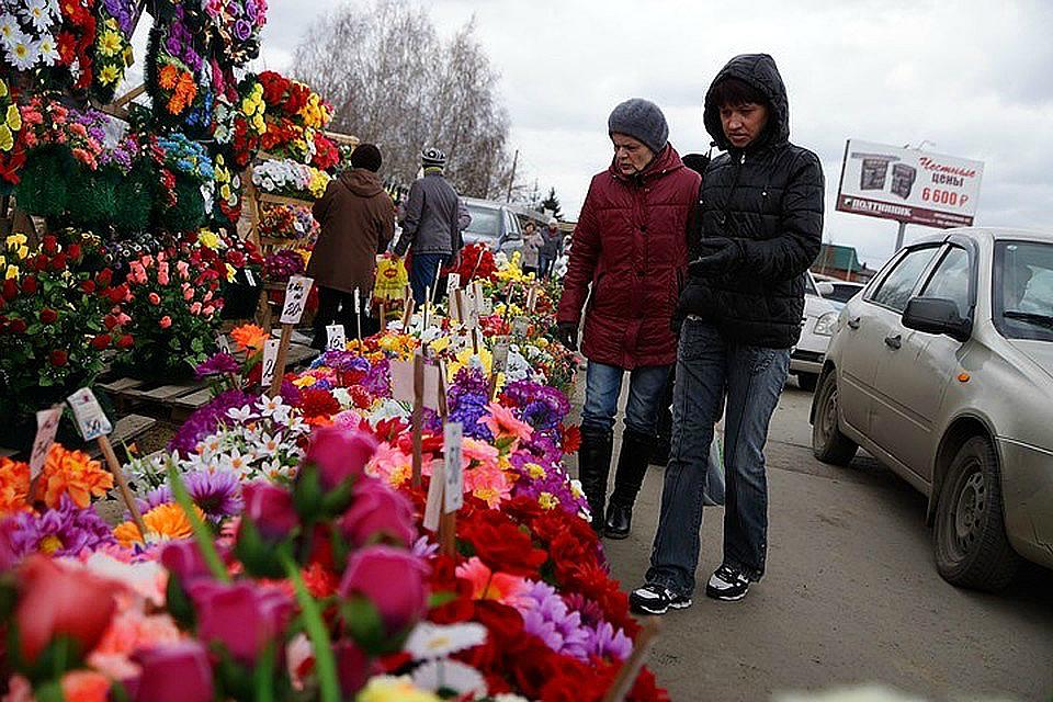 Родительский день: На иркутские кладбища можно добраться на дополнительных автобусах