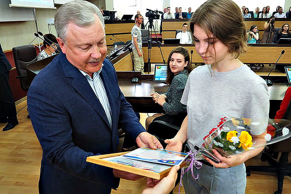 Среди выпускников школ Братска — 56 золотых медалистов