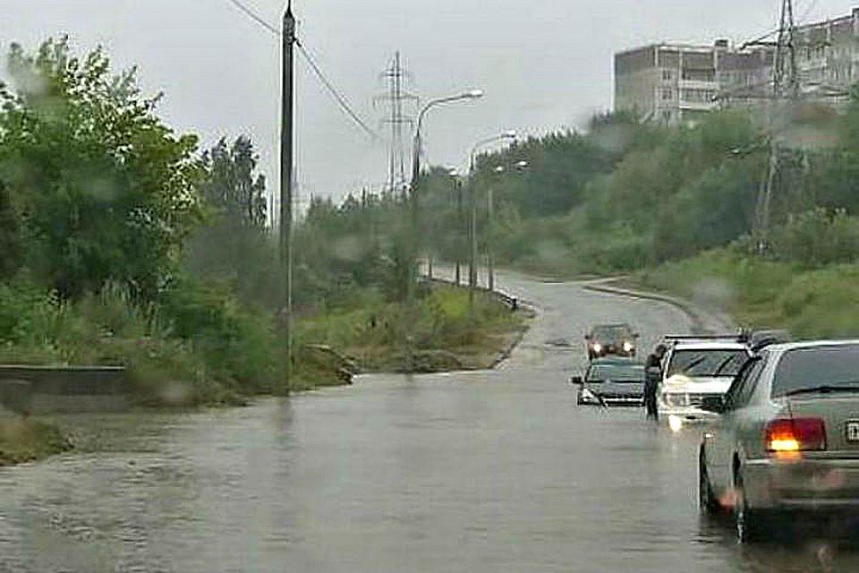 В столице Приангарья откачивают скопившуюся из-за дождей воду