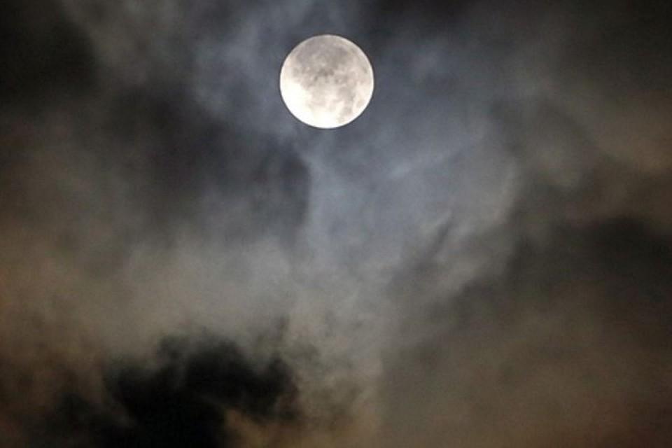 Сотрудники Планетария приглашают иркутян полюбоваться частичным лунным затмением