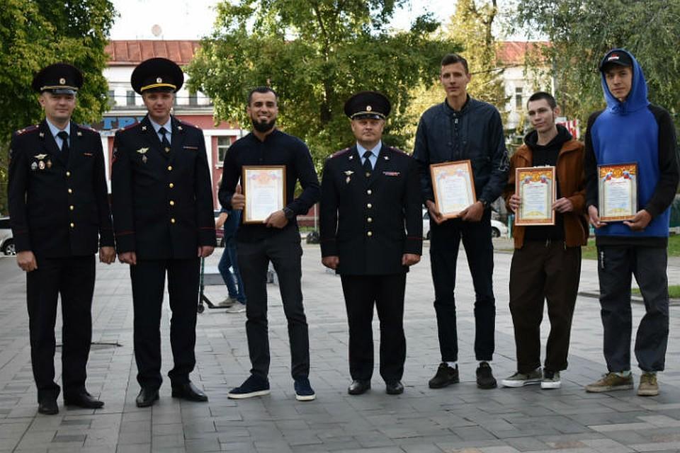 Иркутские велосипедисты и скейтбордисты помогли поймать грабителя
