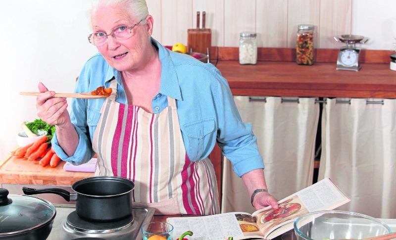 Бабушкины советы: 8 хитростей на кухне, которые сэкономят ваше время и деньги