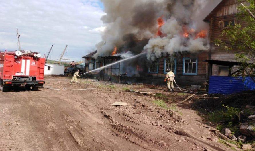 Пожар произошел в административном здании Каймоновкого лесхоза в Усть-Куте