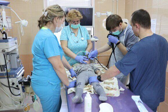 Врачи Ивано-Матрёнинской детской больницы рассказали, что делать, если ребенок проглотил инородный предмет